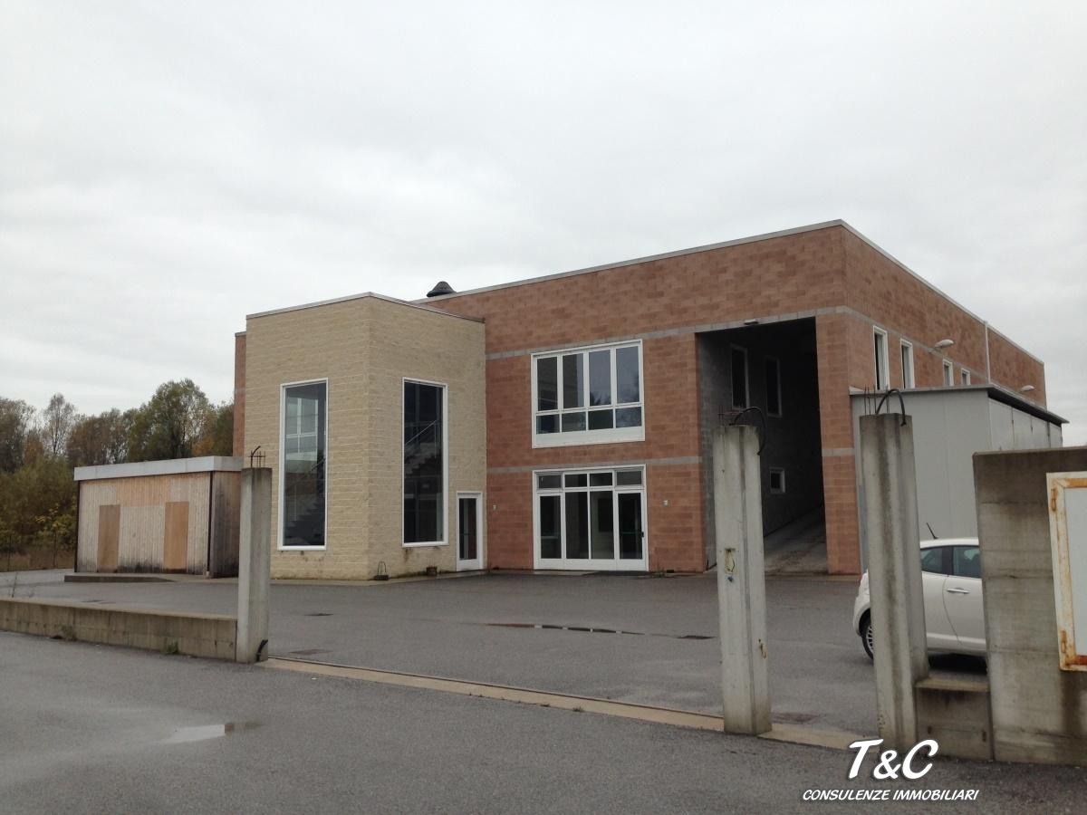 Capannone in vendita a Magliano Alpi, 5 locali, Trattative riservate | CambioCasa.it