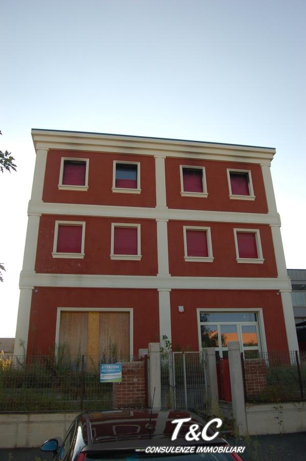 Capannone in vendita a Pinerolo, 9999 locali, Trattative riservate | CambioCasa.it