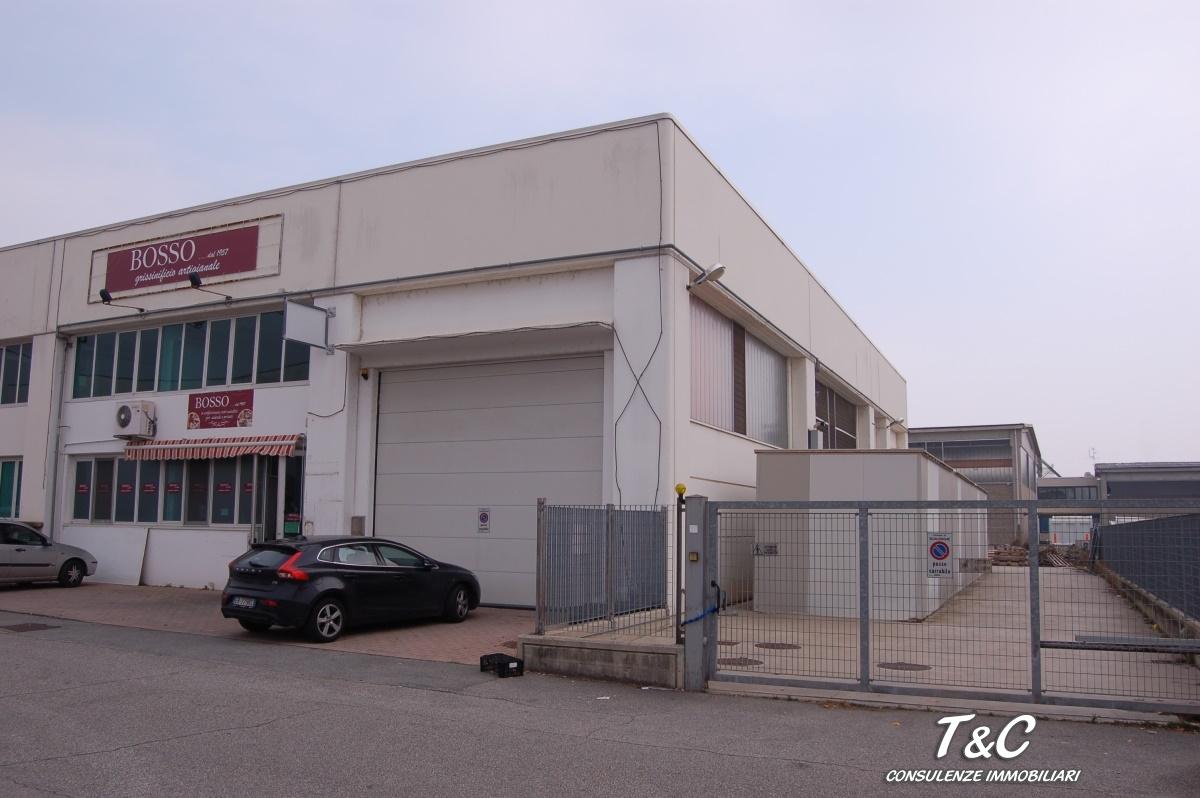 Capannone in vendita a Scalenghe, 9999 locali, prezzo € 220.000 | CambioCasa.it