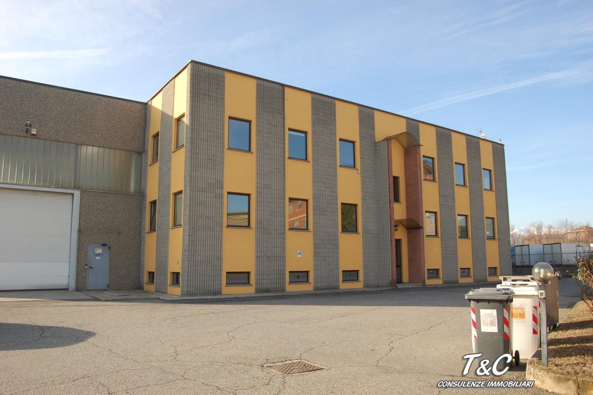 Commerciale industriale capannone di 2250mq in vendita a for Piani di casa capannone