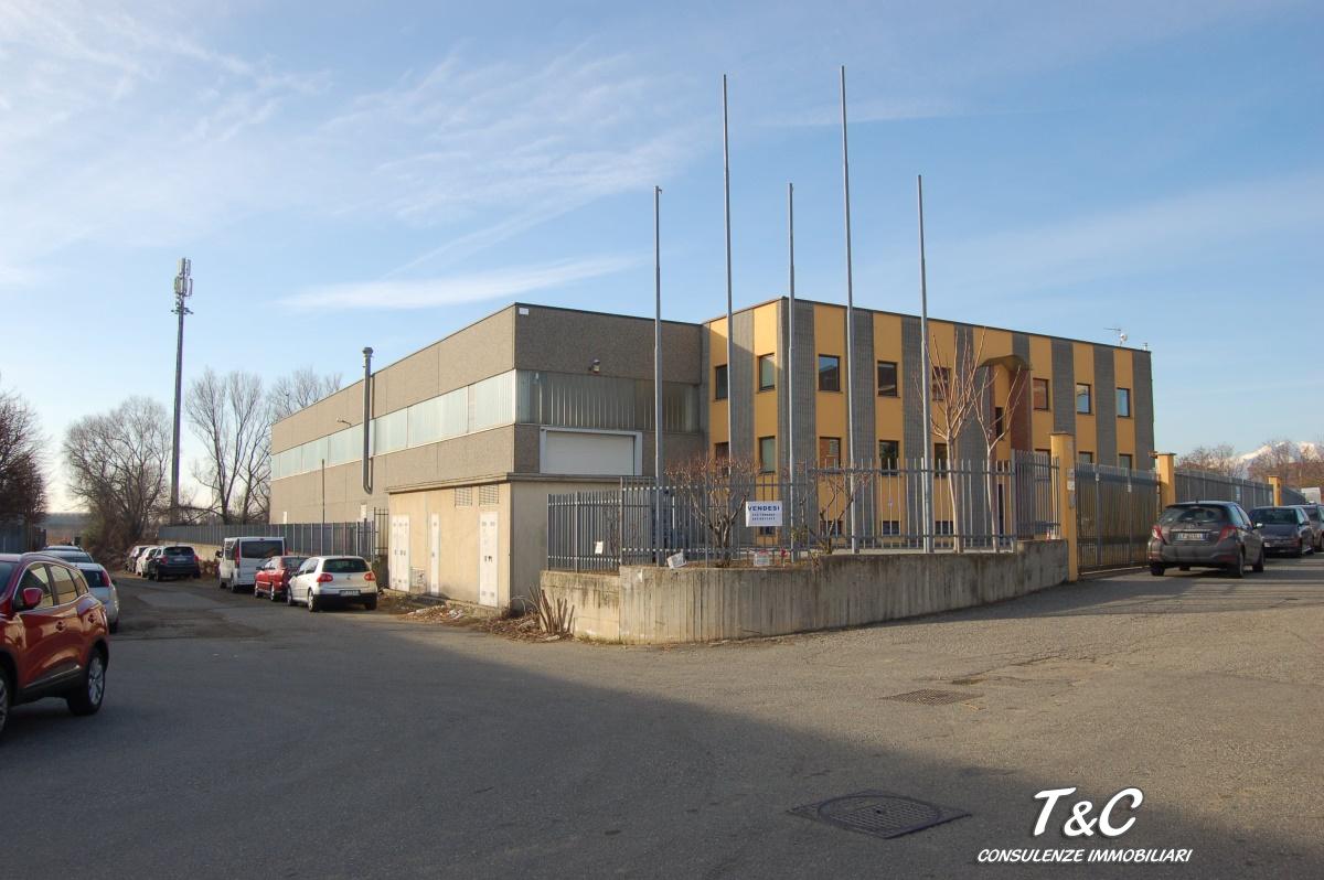 Commerciale industriale capannone di 2250mq in vendita a for Piani di stoccaggio capannone